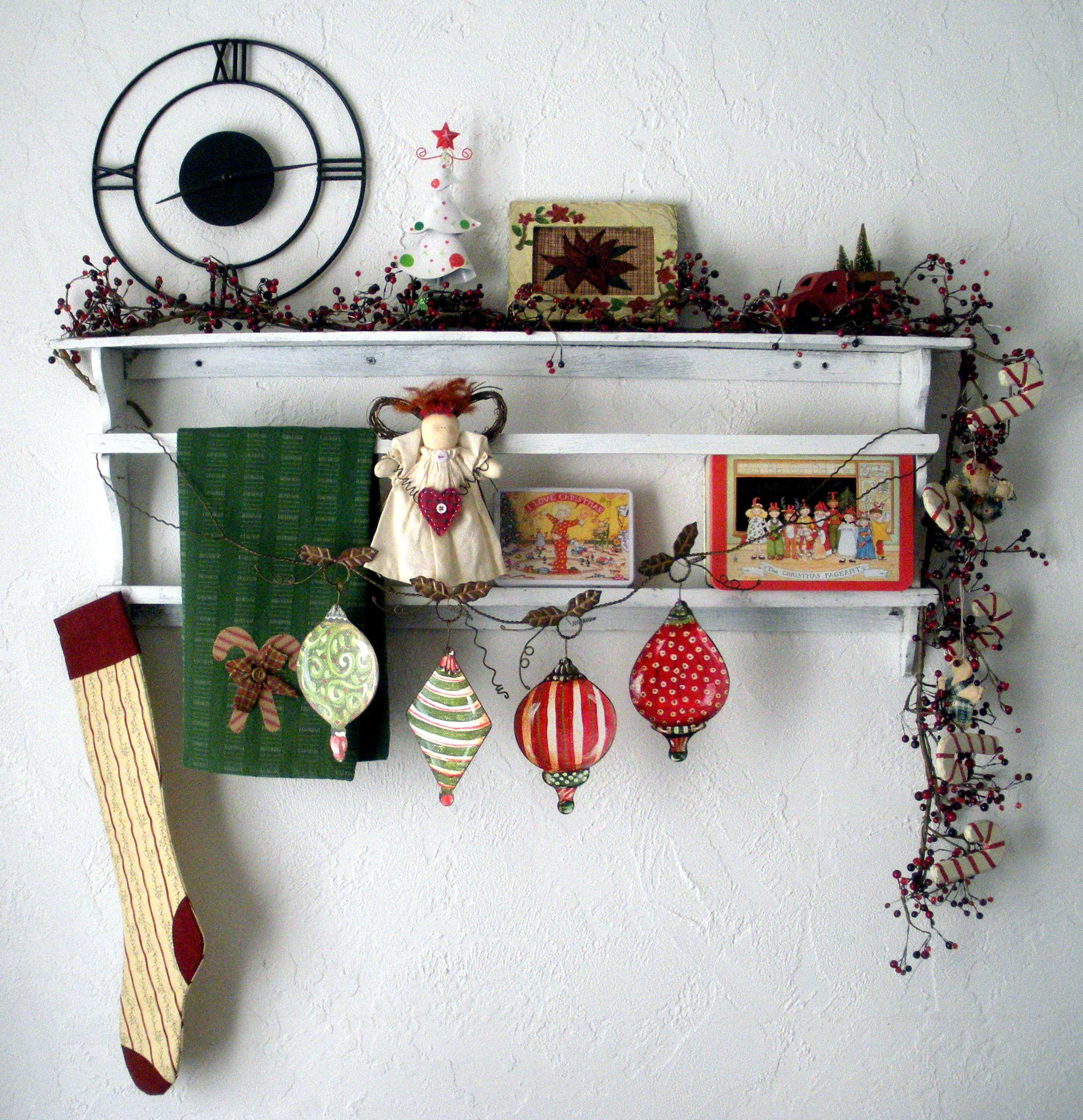 we - Christmas Shelf Decorations